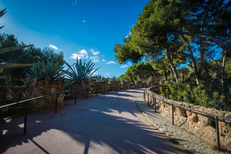 access park guell walkway