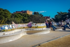 park guell Gaudi curve bench